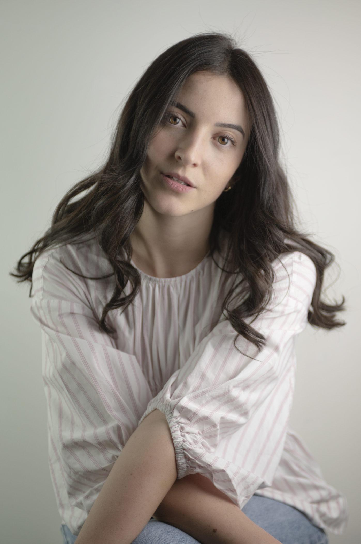 Alessia Back to white