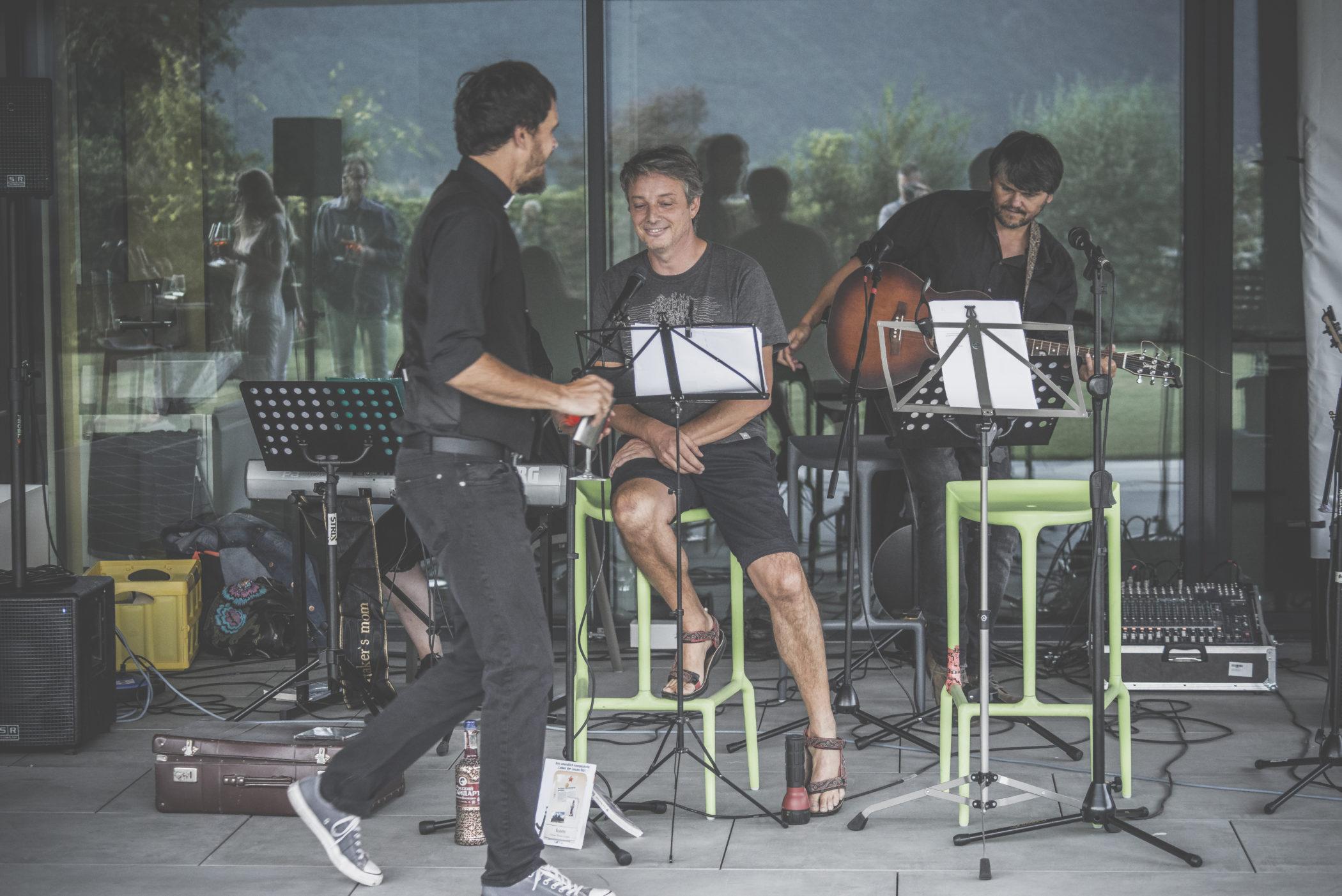 DSC 6656 scaled - Ötzi Live performance