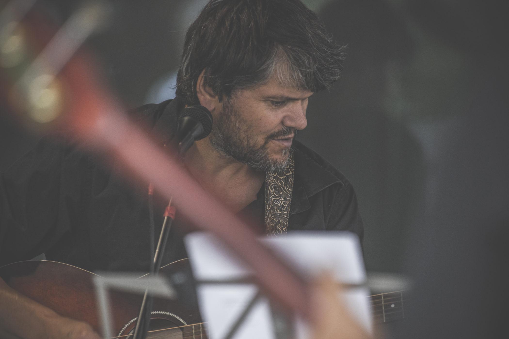 DSC 6661 scaled - Ötzi Live performance