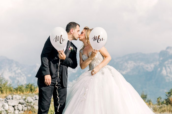 wedding photography poses kiss - 14 bellissime pose per foto di matrimonio per la sposa e lo sposo  blog