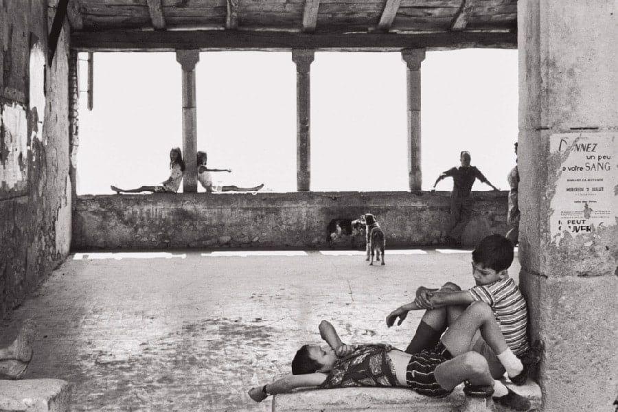 Henri Cartier Bresson. Simiane la Rotonde France. 1969. Gelatin silver print 1024x683 1 - I fotografi più famosi al mondo: lista aggiornata al 2021  blog