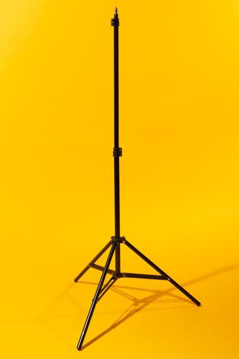 studio photography lightstand - Fotografia in studio per principianti (tutto ciò che devi sapere!)  blog